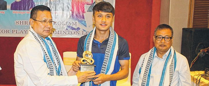 Young star shuttlers felicitated