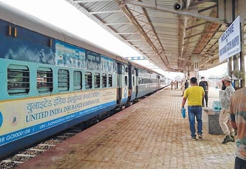 Train with 496 from Vijay