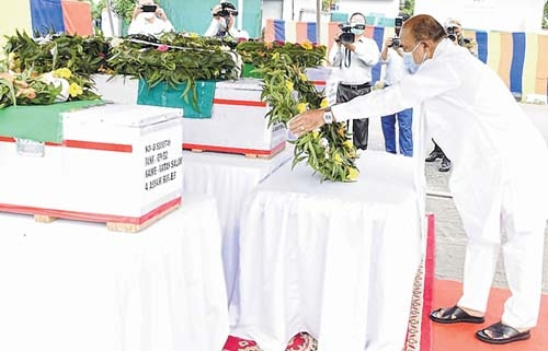 CM pays last respect to s