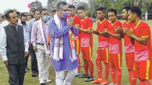 YWC-L hold CHIKL in IW Super Division Football League opener